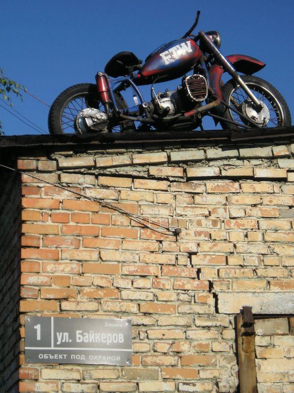 FTW ретро мотоцикл на крыше