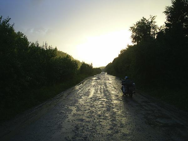 закат на дороге