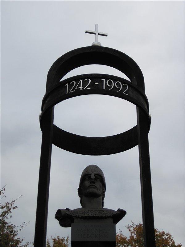 Памятник Александру Невскому на Чудском озере