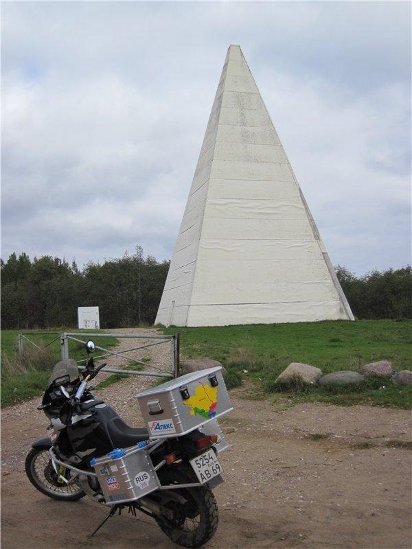 Энергетическая пирамида, говорят вода зимой в ней не замерзает и еда не портится. Удобно использовать под овощной склад