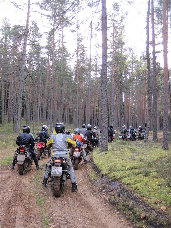 Ралли рейд Следующим утром общий пробег 150 км по сильным и не очень грязям к месту Ледового побоища на Чудском озере.