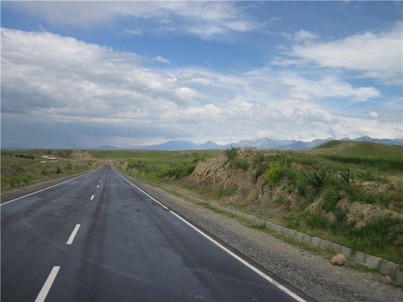 Дальше выхожу на уже открытый участок дороги и на Худжанд, где находится Таджикское водохранилище